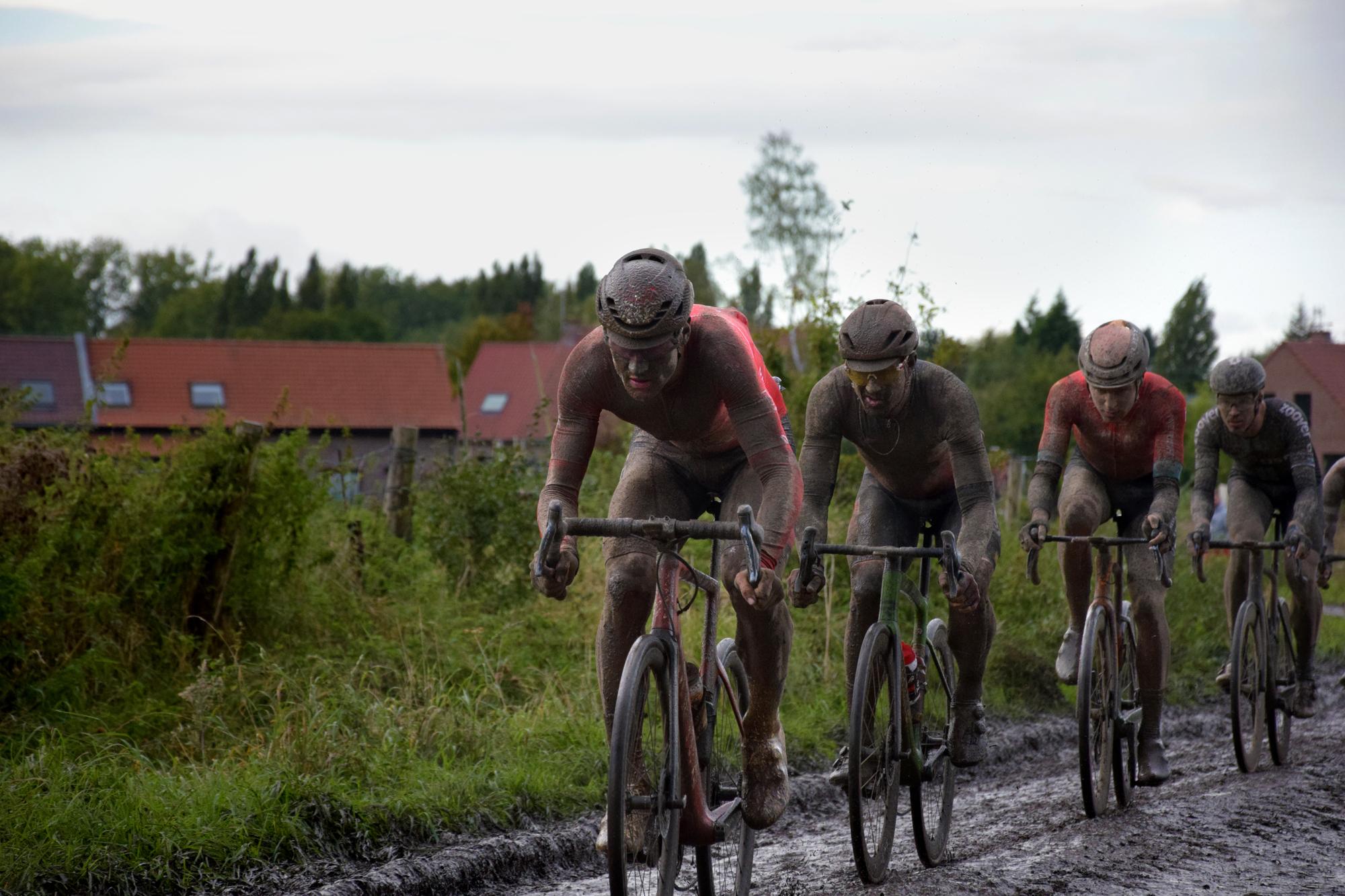 De la pluie, de la gadoue et des chutes : un Paris-Roubaix 2021 de folie !